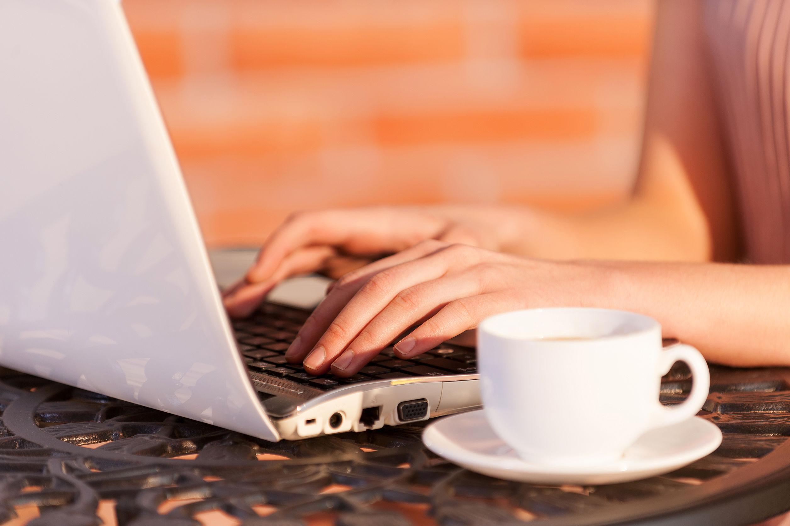 Vrouw laptop.jpg